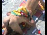 Flagrei um casal peladão trepando na praia