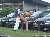 Flagra real de casal dando a maior trepada no estacionamento
