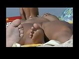 Flagrando bucetas gostosas na praia de nudismo