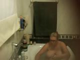 Espiando a tia gorda peituda tomar banho