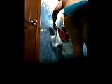 Câmera escondida no banheiro filmando a mãe pelada
