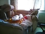 Marido flagra esposa de quatro no sofá dando pra outro