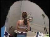Espiando a irmã peladinha no banheiro